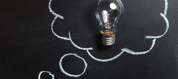 Ampoule claire placée sur la tableau